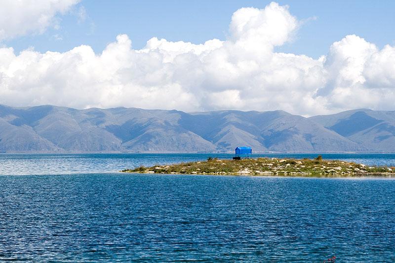 Армения: Коммерческие рыбные хозяйства угробят озеро Севан