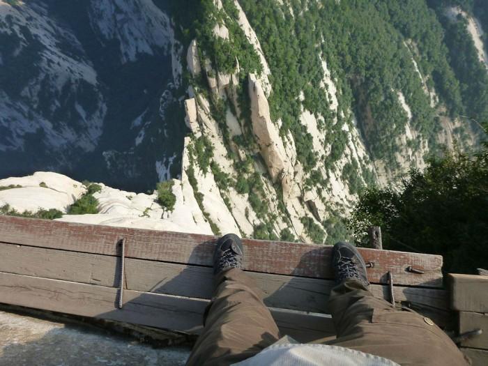 Самая опасная пешая тропа в мире гора
