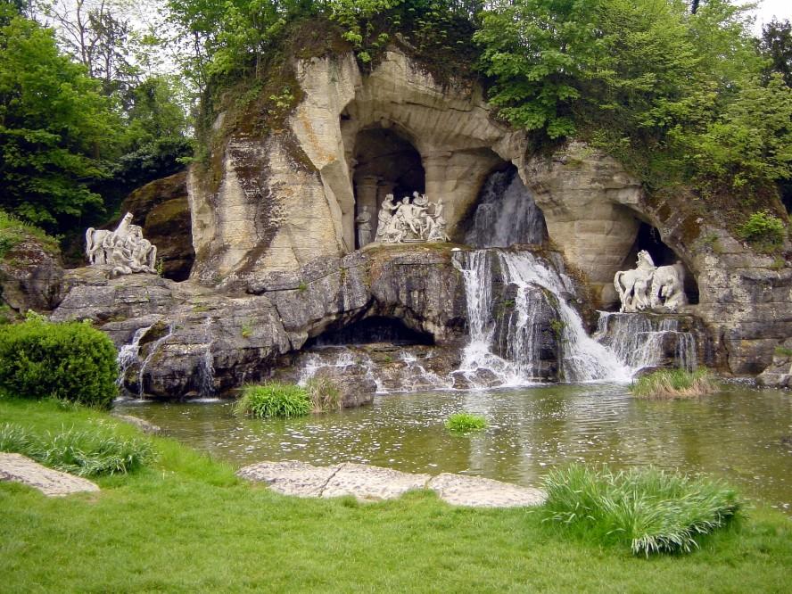 Сады и парк Версаля являются