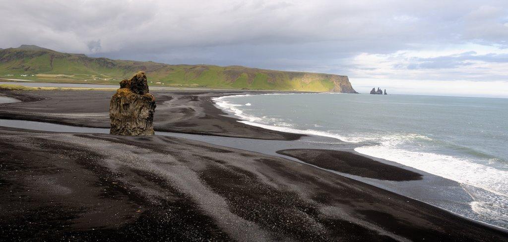 Черный пляж Вик и колонны «Рейнисдрангар», Исландия