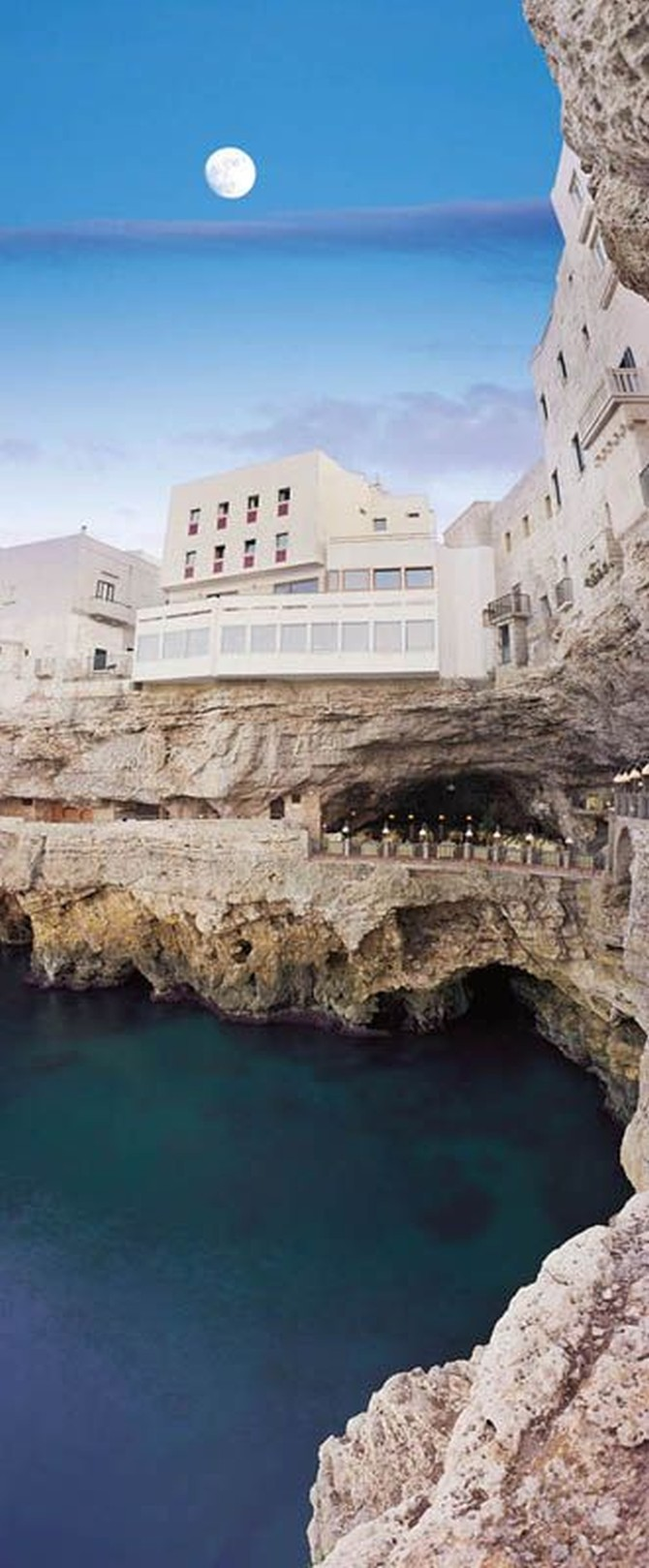Grotta Palazzese, отель-ресторан в гроте, Апулия, Италия