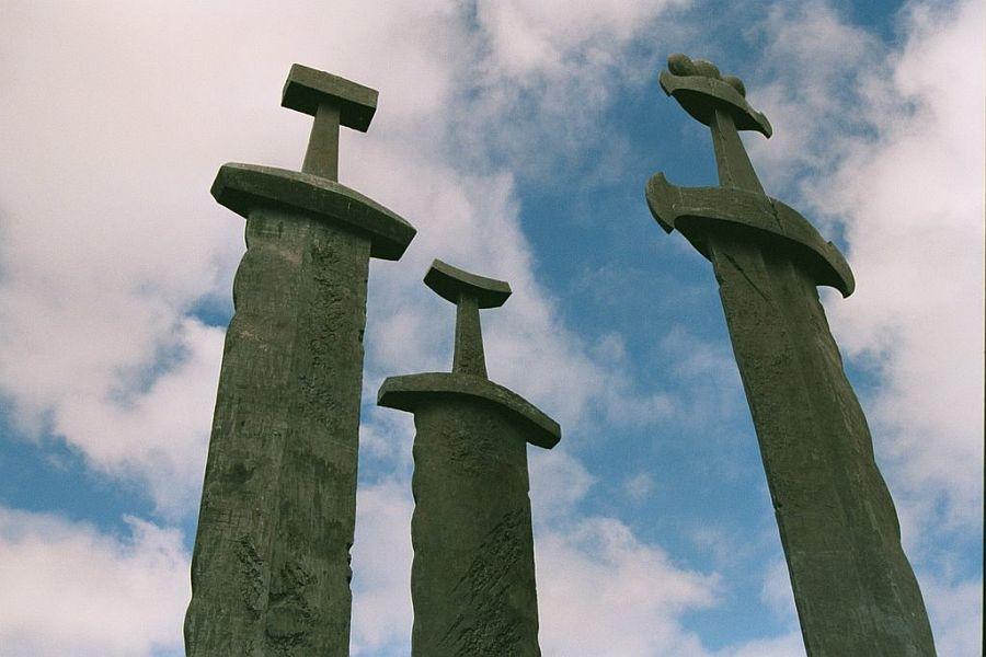 Памятник Мечи в камне (Sverd i fjell) в Норвегии