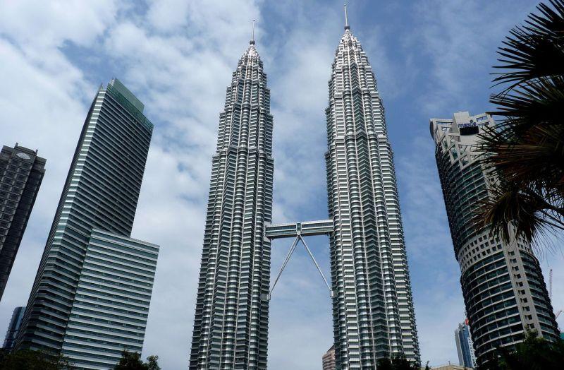 Башни близнецы (Twin Skyscrapers), Башня Петронас 1 (Petronas Tower 1), Башня Петронас 2 (Petronas Tower 2)