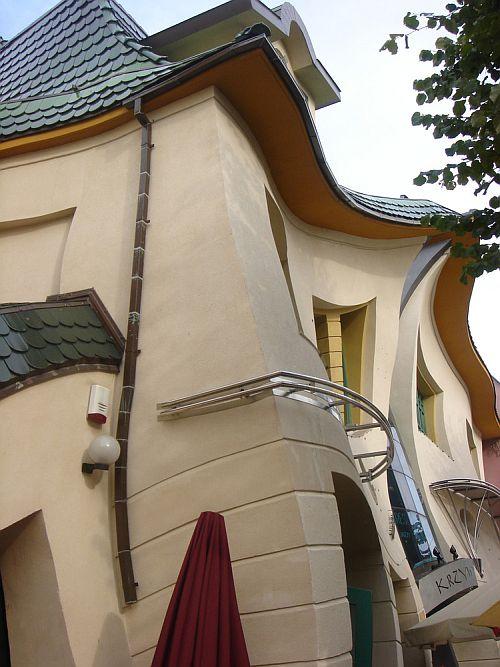 Кривой дом (Krzywy Domek) в Сопоте, Польша