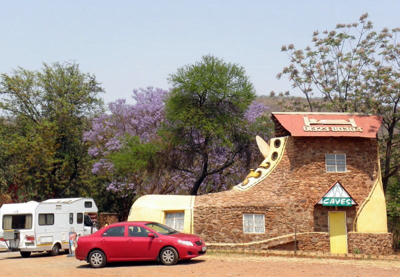 Отель в виде ботинка, (Мпумаланга, ЮАР), отель-ботинок,