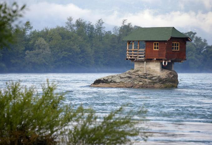 Рыбацкий домик в остров Скала
