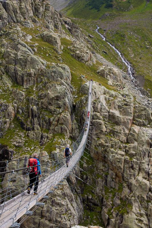Мост Трифт (Trift Bridge) самый высокий и страшный мост, Швейцария, кантон Берн