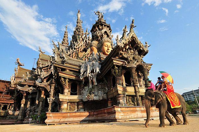 Храм истины в Паттайе, Тайланд