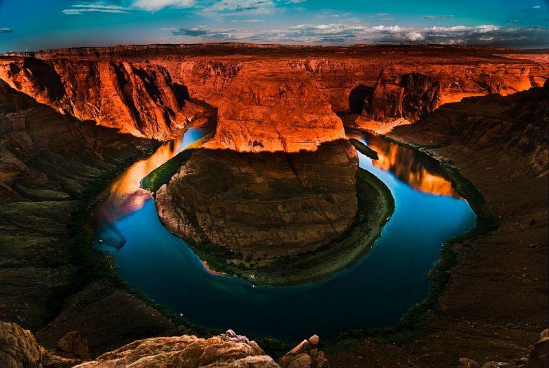 Живописный подковообразный изгиб (Horseshoe Bend) реки Колорадо, штат Аризона, США