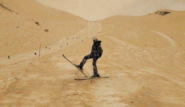 Россия: Красную Поляну засыпало песчаным снегом из Сахары