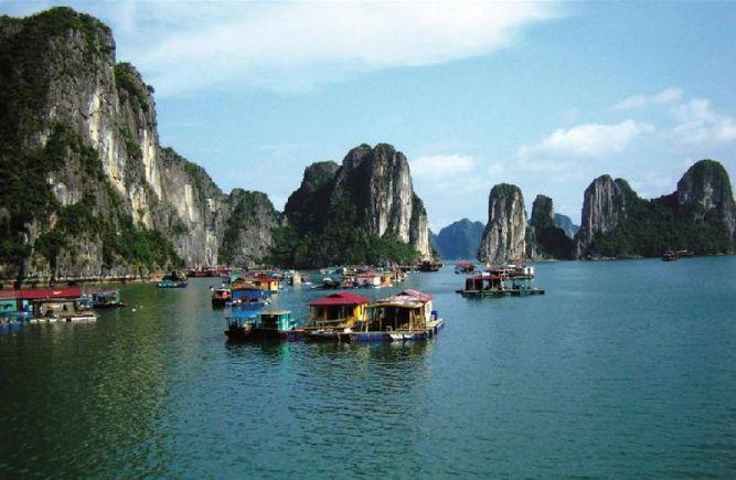 Куа Ван - рыбацкая деревня в бухте Халонг, Вьетнам
